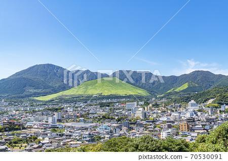 大分縣別府市,從幸武里天文台看鶴見山和別府的城市景觀 70530091