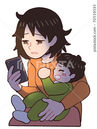 밤 울음 아기 피곤 스마트 폰을 보면 엄마 70539593