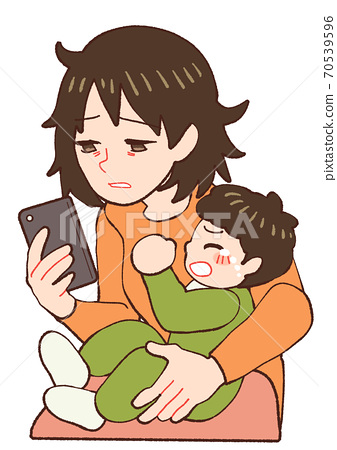 밤 울음 아기 피곤 스마트 폰을 보면 엄마 70539596