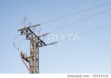 insulating elements and cables of an electric power distribution turret 70555429