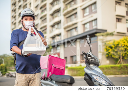 food delivery staff ride motorcycles to deliver food 70569580