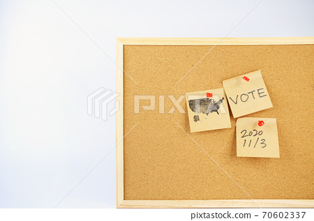 bulletin board with the memo for voting, remind the voter 70602337