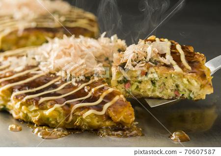 Okonomiyaki 70607587