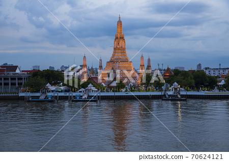 著名的泰國寺廟鄭王廟的夜景 70624121