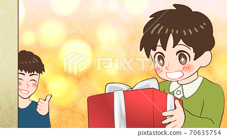 부모에서 보내온 선물을 기뻐하는 아이의 그림 70635754