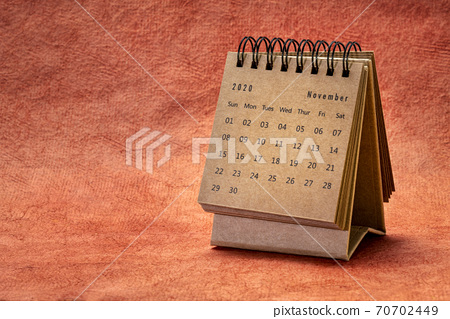 November  2020 - spiral desktop calendar 70702449