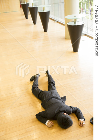 A collapsing businessman 70704457