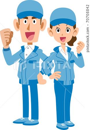穿藍色工作服的男人和女人背靠背擺姿勢 70708842