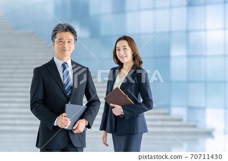 사업가 일하는 여성 70711430