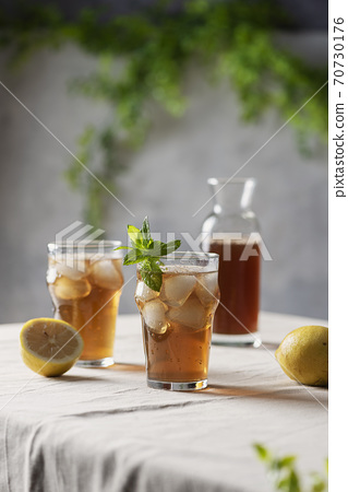 Cold summer tea with lemon and mint 70730176