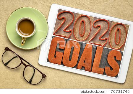 2020 goals banner in wood type 70731746