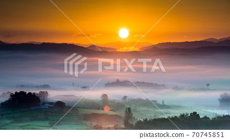 夢幻般的雲朵海外日出 70745851
