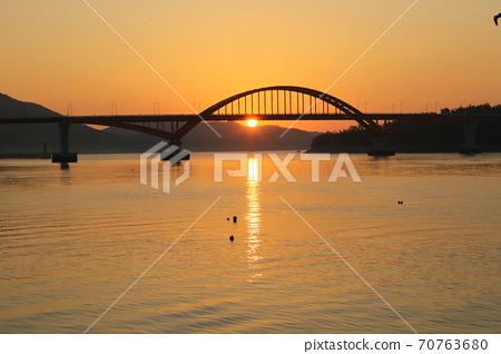 江津郡,馬央港,日出,漁村,船舶 70763680