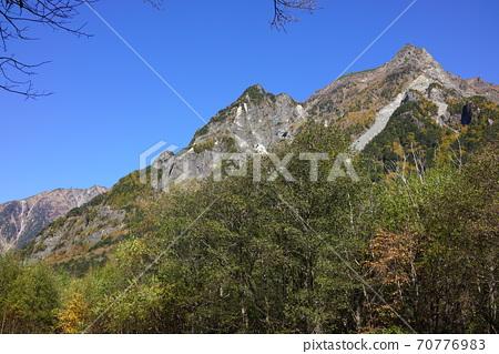 秋葉的上高地,早晨的妙神山 70776983