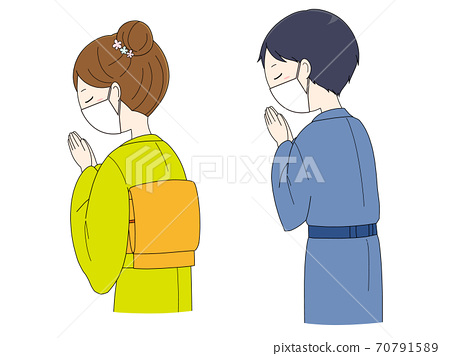 Men and women in masks and kimonos praying with their hands together 70791589