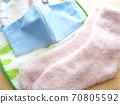 手工面具和温暖的袜子 70805592