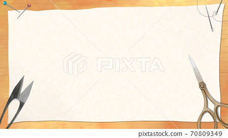판 나뭇결 위의 흰 천이나 종이와 가위, 실 切狭 바늘 등 바느질 · 양재 배경 소재 70809349
