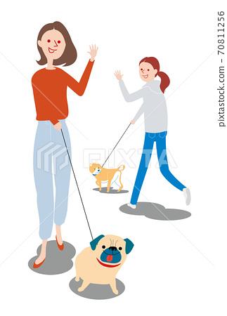 애견과 산책하는 여성 70811256