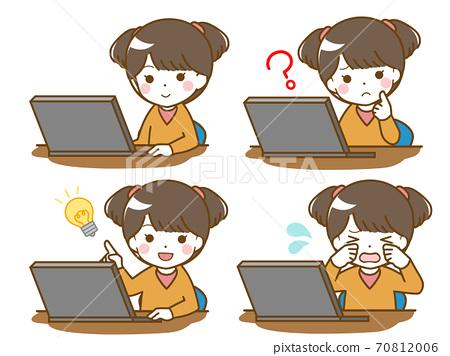 컴퓨터를 조작하는 어린 소녀 70812006