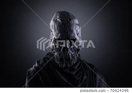 Zombie in the dark 70824396