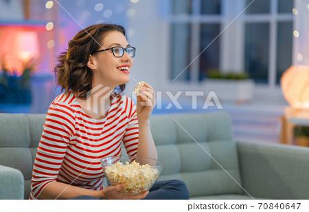 woman watching TV 70840647