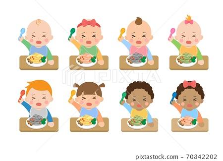 可爱的开心婴儿日常生活,婴儿用叉子吃婴儿面条,卡通漫画插图 70842202