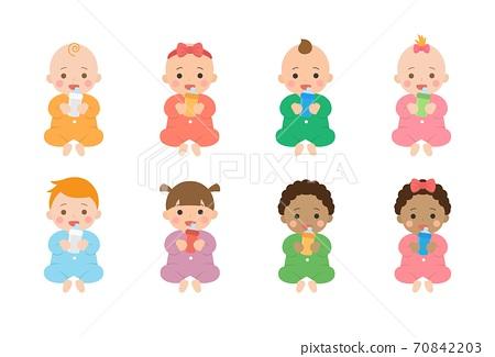 可愛的開心嬰兒日常生活,嬰兒喝牛奶,卡通漫畫插圖 70842203