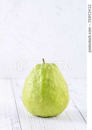 芭樂 番石榴 木頭 背景 鄉村 葉子 Guava white fruit leaf グアバ 果物 70853412