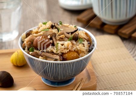 栗子 板栗 栗 蘑菇 炊飯 Takikomi gohan chestnut 栗と鳥炊き込みご飯 70857184
