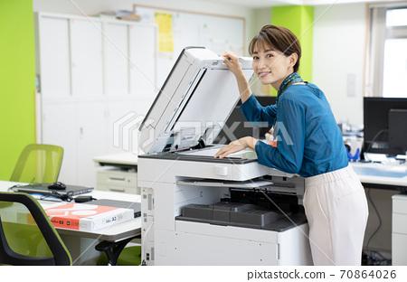 Female employee making a copy 70864026