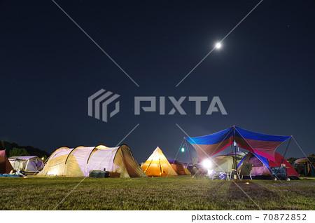 月亮和露营地 70872852