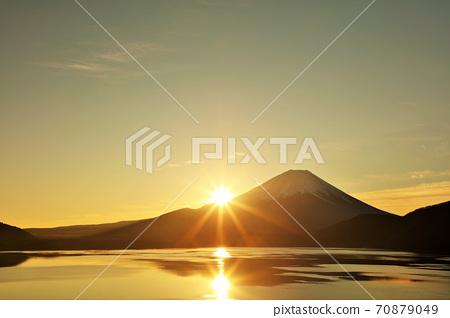富士和第一個日出 70879049