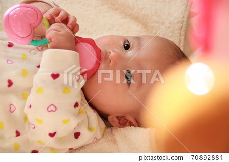 寶寶玩玩具 70892884