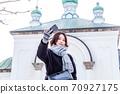 函館元町觀光的年輕女子 70927175