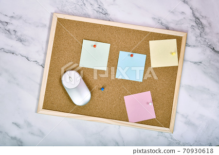 Cork board pin with blank sticky note, Post it adhesive paper for office memo and to do list. 70930618