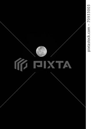 full moon 70933003