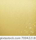 Simple background of gold leaf and gold powder-there are multiple variations 70942218