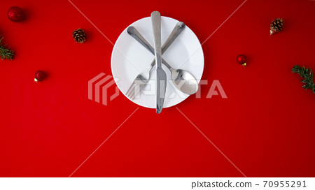 Christmas decoration with a white plate 70955291