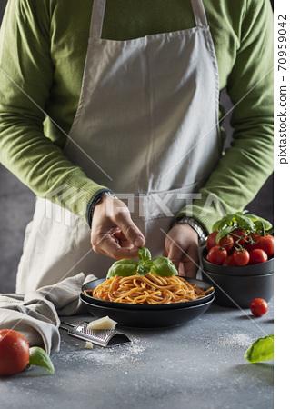 Man cooking italian spaghetti 70959042