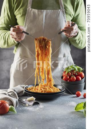 Man cooking italian spaghetti 70959043