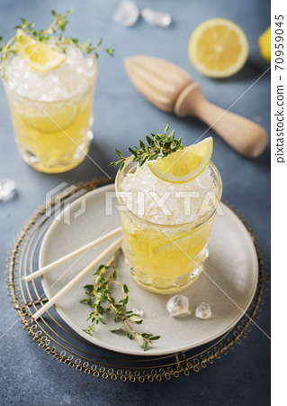 Cocktail with lemon, timo and crushed ice 70959045