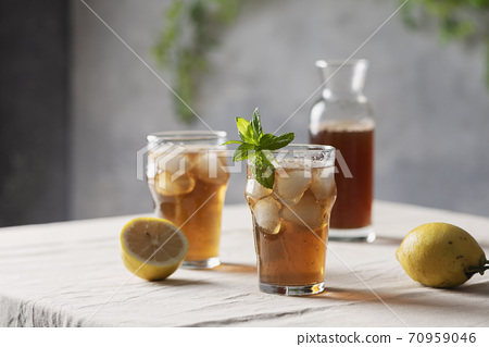 Cold summer tea with lemon and mint 70959046