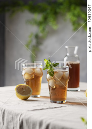 Cold summer tea with lemon and mint 70959047