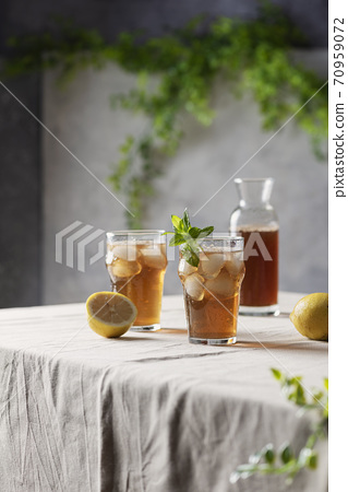 Cold summer tea with lemon and mint 70959072