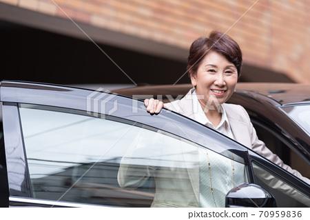 企業形象:騎車的女人 70959836