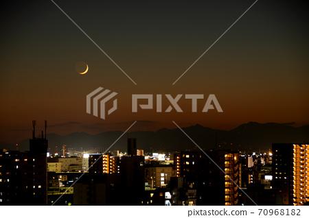 夕陽在鈴鹿山的月牙儿 70968182