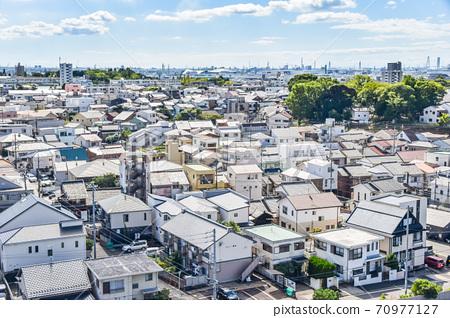俯瞰人口稠密的住宅區 70977127