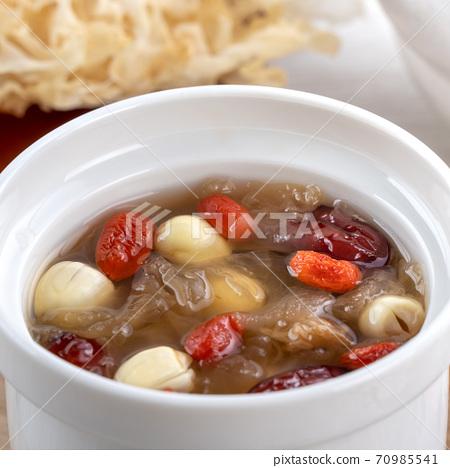 白木耳 銀耳 蓮子 紅棗 枸杞 湯 甜湯 snow fungus soup トレメラスープ 70985541