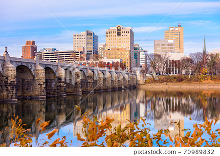 Harrisburg, Pennsylvania, USA skyline on the Susquehanna River 70989832