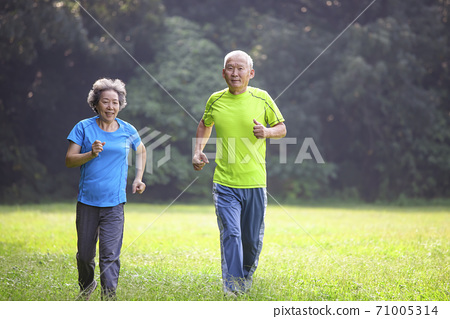 Asian Senior Couple  jogging in the nature park 71005314